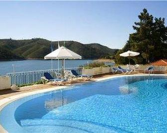 Lago Azul Eco Hotel - Ferreira do Zêzere - Басейн