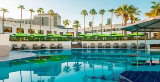 Le Méridien Dubai Hotel & Conference Centre - Dubai - Pool