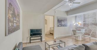 Parkside Apartment in Baltimore's Best Location across from Peabody Conservatory - Baltimore - Wohnzimmer