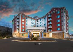 Holiday Inn Express & Suites Asheville Downtown, An IHG Hotel - Asheville - Building