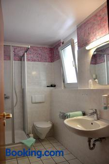 茲姆阿爾拉特豪斯酒店 - 魯斯特 - 拉斯特 - 浴室