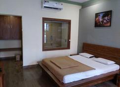 Royal Hotel - Matheran - Mātherān - Bedroom