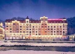 Mercure Rosa Khutor Hotel - Estosadok - Gebouw