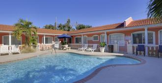 Blind Pass Resort Motel - St. Pete Beach - Piscina