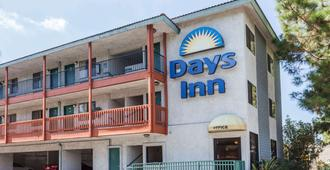 Days Inn by Wyndham Anaheim West - Άναχαϊμ - Κτίριο