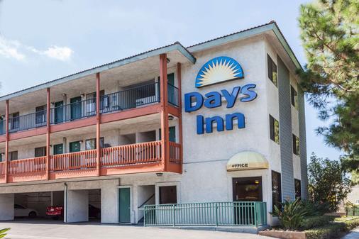 Days Inn by Wyndham Anaheim West - Anaheim - Rakennus