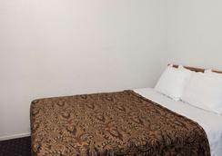 Days Inn by Wyndham Anaheim West - Anaheim - Phòng ngủ