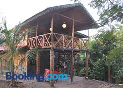 Mucumbli - São Tomé - Edifici