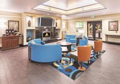La Quinta Inn & Suites by Wyndham Houston Hobby Airport - Houston - Lobby