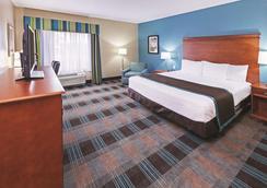 La Quinta Inn & Suites by Wyndham Houston Hobby Airport - Houston - Bedroom