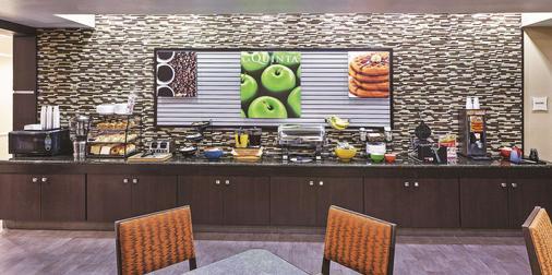 La Quinta Inn & Suites by Wyndham Houston Hobby Airport - Houston - Buffet