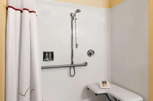 Hawthorn Suites by Wyndham Rancho Cordova/Folsom - Rancho Cordova - Bathroom