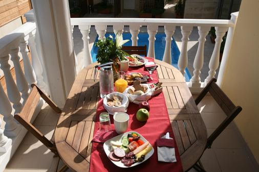 Saint Elena Boutique Hotel - Larnaca - Food