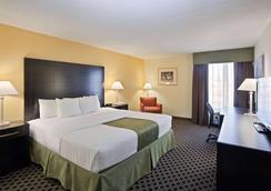 La Quinta Inn & Suites by Wyndham Salina - Salina - Bedroom