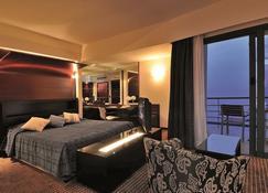 Club Hotel Casino Loutraki - Loutraki - Bedroom