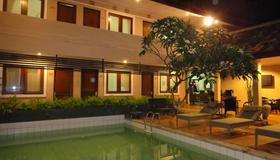 Balira Airport Hotel - Kuta - Pileta