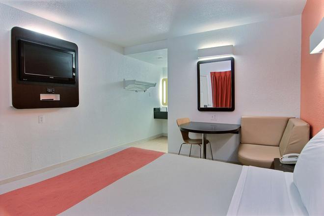 Motel 6 Corpus Christi East - North Padre Island - Corpus Christi - Bedroom