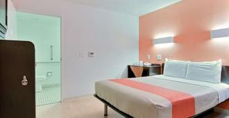 Motel 6 Corpus Christi East - North Padre Island - Corpus Christi - Makuuhuone