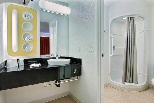 Motel 6 Corpus Christi East - North Padre Island - Corpus Christi - Phòng tắm