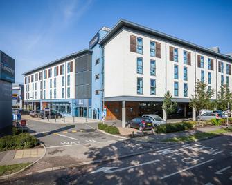 Travelodge Borehamwood - Borehamwood - Building