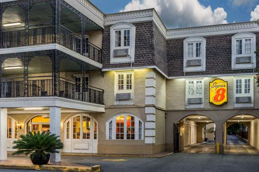 Super 8 by Wyndham New Orleans - New Orleans - Building