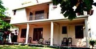 Royal Castle Homestay - Negombo - Building