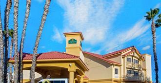 La Quinta Inn & Suites by Wyndham Tucson Airport - טוסון
