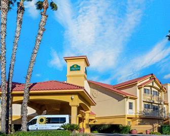 La Quinta Inn & Suites by Wyndham Tucson Airport - Tucson - Building