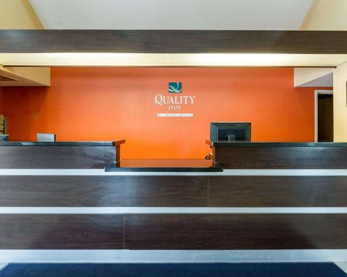 Quality Inn - Baytown - Front desk