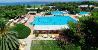 Caravia Beach Hotel & Bungalows - กอส - สระว่ายน้ำ