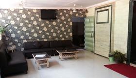 Hotel Sea Sands - Mumbai - Living room