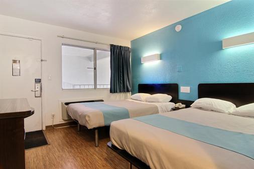 Motel 6 Carlsbad Nm - Carlsbad - Bedroom