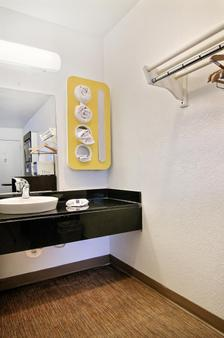 Motel 6 Carlsbad Nm - Carlsbad - Bathroom