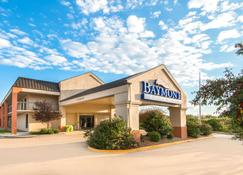 Baymont by Wyndham Topeka - Topeka - Edificio