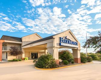 Baymont by Wyndham Topeka - Topeka - Building