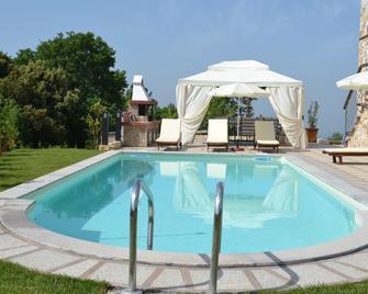 Evmorfes Villas - Поліїрос - Pool