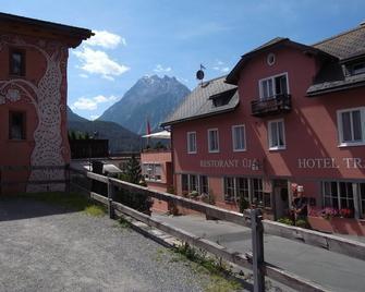 Hotel Traube - Scuol - Building