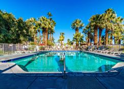 Motel 6 Palm Springs, Ca - East - Palm Canyon - Palm Springs - Piscine