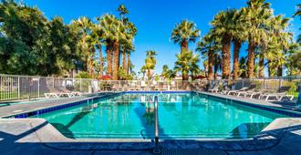 Motel 6 Palm Springs, Ca - East - Palm Canyon - פאלם ספירנגס - בריכה