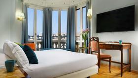 Hotel Continental Genova - Genoa - Bedroom
