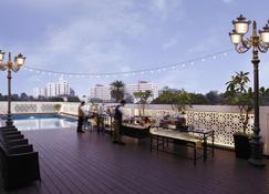 瓦多達拉蘇爾雅宮殿美爵酒店 (2017 年 3 月開業) - 瓦多達拉 - 巴羅達 - 游泳池