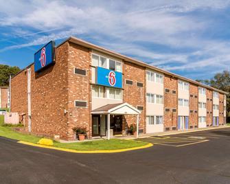 Motel 6 New Stanton, Pa - New Stanton - Gebäude