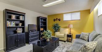 Charming garden level suite with private entrance - Denver - Sala