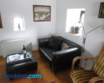 Ferienwohnungen Haus Hinneres - Schalkenmehren - Living room