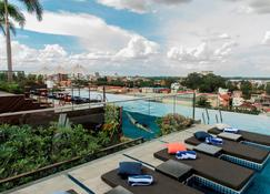 Aquarius Hotel & Urban Resort Phnom Penh - Phnom Penh - Bể bơi