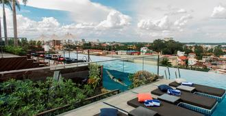 Aquarius Hotel & Urban Resort Phnom Penh - פנום פאן - בריכה