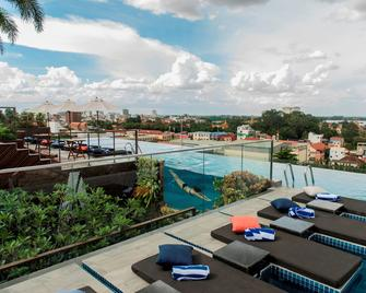 Aquarius Hotel & Urban Resort Phnom Penh - Phnom Penh - Pool