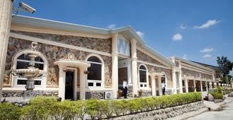 W Clark Hotel & Resort - Thành phố Angeles - Toà nhà