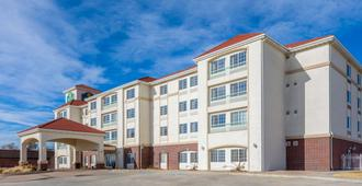 La Quinta Inn & Suites by Wyndham Dodge City - Dodge City