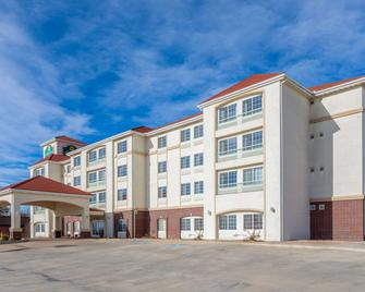 La Quinta Inn & Suites by Wyndham Dodge City - Dodge City - Gebouw